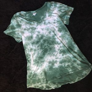 LuLaRoe Green Tie Dye V Neck Shirt